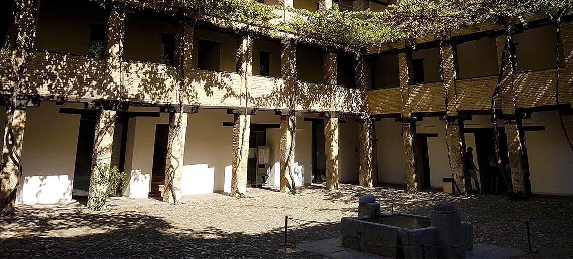 Corral del Carbón Granada - Tours centro-puerta-real